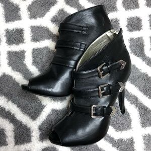 💫GUESS OPEN TOE BOOTIES WITH TRIPPLE BUCKLE sz8